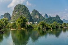 Härliga berg i Yangshuo Royaltyfria Foton