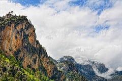 Härliga berg med moln efter regn, Turkiet Arkivbild