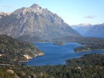 Härliga berg och sjö Fotografering för Bildbyråer