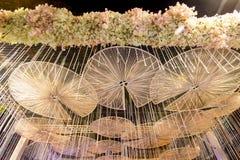 Härliga blommabågar i `-blomman för fader`-aktivitet för att att vara medvetent av hans majestätkonung Bhumibol Adulyadej på Pak  Royaltyfri Bild