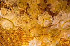 Härliga blommabågar i `-blomman för fader`-aktivitet för att att vara medvetent av hans majestätkonung Bhumibol Adulyadej på Pak  Arkivbild