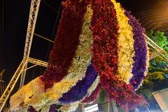 Härliga blommabågar i `-blomman för fader`-aktivitet för att att vara medvetent av hans majestätkonung Bhumibol Adulyadej, Pak Kl Royaltyfri Foto