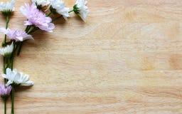 Härliga blommor på trä Fotografering för Bildbyråer