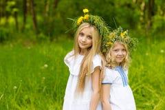 Härliga blonda flickor Arkivfoto