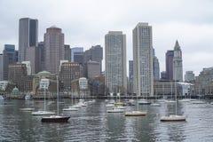 Härliga Boston - sikt från Charles River - BOSTON, MASSACHUSETTS - APRIL 3, 2017 Arkivbilder