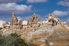 Härliga brant klippa av Cappadocia Royaltyfri Fotografi