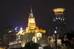 Härliga byggnader på natten Arkivbilder