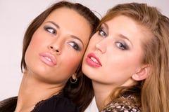 härliga caucasian flickor två Arkivfoto