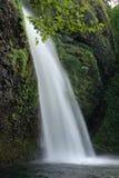 härliga columbia faller klyftahorsetailen många vattenfall en arkivbilder
