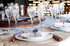 härliga crystal exponeringsglas som ställer in tabellen Arkivbilder