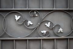 Härliga dekorativa förfalskade smidesjärnportar för metall beståndsdelar arkivbild