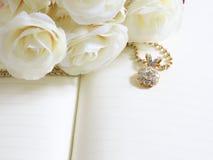 Härliga Diamond Pendant för bakgrund, selektiv fokus Royaltyfri Fotografi
