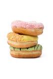 Härliga donuts i hög Arkivfoto
