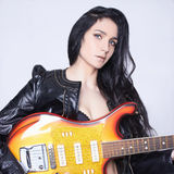 härliga elektriska gitarrkvinnor Arkivbild