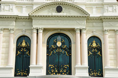 Härliga europeiska fönster i Thailand. Royaltyfria Bilder