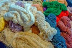 Härliga färger av bomullstråden arkivbilder