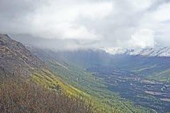 Härliga färger för alaskabo bergskedja royaltyfria bilder