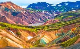 Härliga färgrika vulkaniska berg Landmannalaugar i Island Fotografering för Bildbyråer