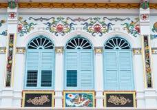 Härliga fönster för kinesisk stil i Phuket Arkivfoto