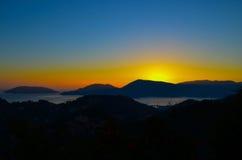 Härliga fantastiska solnedgångberg i Italien Royaltyfri Fotografi