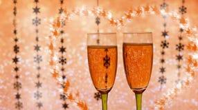 Härliga festliga exponeringsglas med champagne Arkivfoto