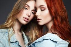 Härliga flickapar flickvänner sexiga två Royaltyfria Foton