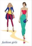 Härliga flickor i trendig kläder Arkivbilder