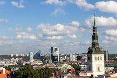 24-27 08 2016 härliga flyg- horisontpanorama för scenisk sommar av den gamla staden i Tallinn, Estland Royaltyfria Foton