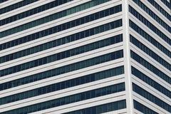 Härliga foto av moderna byggnader under blå himmel Arkivbild