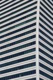 Härliga foto av moderna byggnader under blå himmel Royaltyfri Bild