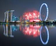 Härliga fyrverkerier som firar Singapore 50th födelsedag i Mars Arkivbilder