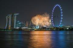 Härliga fyrverkerier som firar Singapore 50th födelsedag i Mars Royaltyfri Foto