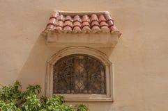 Härliga gamla marockanska fönster royaltyfria bilder