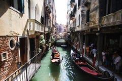 Härliga gator av Venedig Fotografering för Bildbyråer