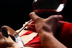 härliga glass handwinewomans Arkivfoton