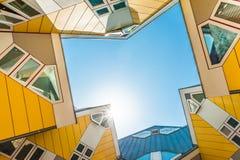 Härliga gula kubhus i Rotterdam Arkivbilder