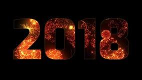 Härliga gula orange röda fyrverkerier till och med inskriften 2018 Sammansättning för det nya 2018 året ljusa fyrverkerier arkivfilmer