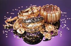 Härliga guld- smycken arkivbild