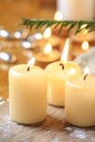 Härliga guld- stearinljus Lynne för julhelgdagsafton arkivfoto