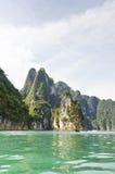 Härliga höga berg och Green River (Guilin av Thailand) Arkivbild