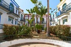 Härliga hus i Puerto de Mogan Royaltyfri Bild
