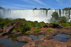 Härliga Iguazu Falls i Argentina Sydamerika royaltyfria foton