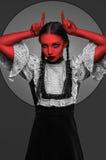 Härliga jäkelkvinnor med röd hud royaltyfria bilder