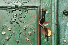 Härliga järnstycken på dörrarna Fotografering för Bildbyråer
