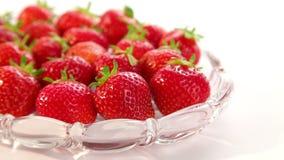 Härliga jordgubbar stock video