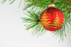 Härliga julbollar på en vit bakgrund Royaltyfria Foton