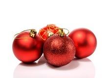 Härliga julbollar som isoleras på vit bakgrund Royaltyfri Foto