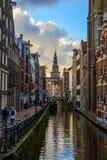 Härliga kanalsikter i Amsterdam Arkivfoto