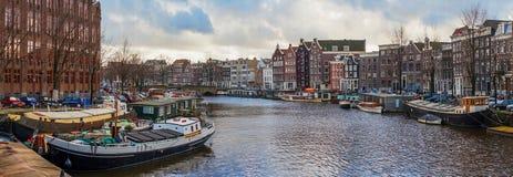 Härliga kanalsikter i Amsterdam Arkivbilder
