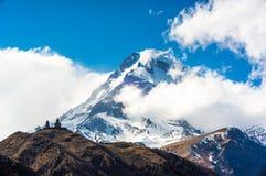 Härliga Kaukasus berg, Georgia Royaltyfria Foton